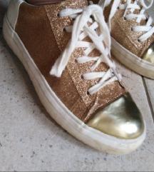 Zlati beli športni copati čevlji