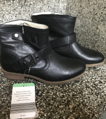 Novi škornji z etiketo 36