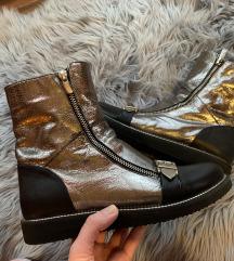 Srebrni škornji (MPC:100 EUR)