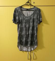 asimetrična karirasta majica