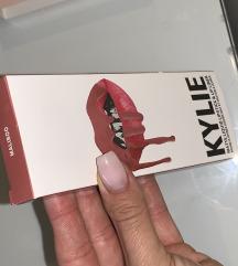 Kylie cosmetics matte lipstick Maliboo