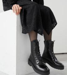 Usnjeni novi škornji 39