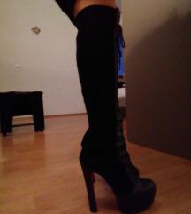 Škornji z visoko peto in platformo