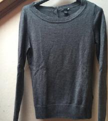 Siv pulover z gumbki