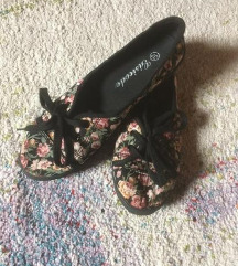 Rožasti čevlji