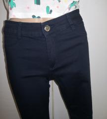 Nenošene c&a hlače z črto