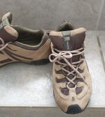 Rjavi ženski pohodni nizki čevlji