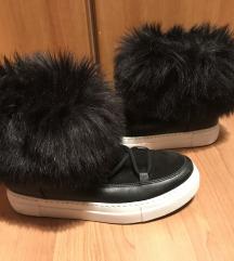 Čevlji z mucko znižane 40e