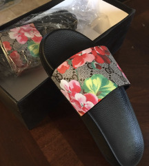 Gucci flipflops