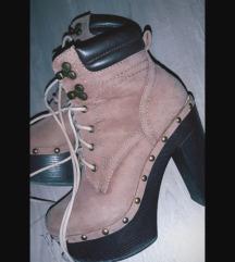Ženski čevlji z peto 37 👢🛍