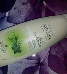 Avon Naturals šampon za lase s čajevcem in meto
