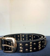 Črn pas z zlatimi detajli