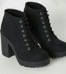 Črni gležnarji H&M