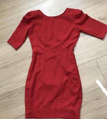 Rdeca oprijeta obleka