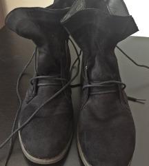 Novi črni čevlji Humanic