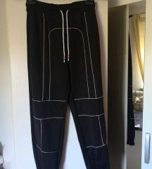 Črne bagy hlače
