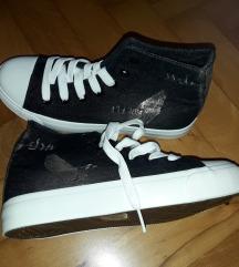 Črni visoki športni čevlji