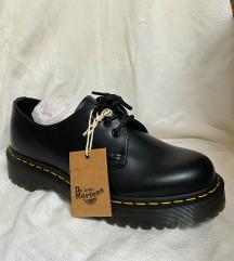 dr. martens čevlji ( novi, nenošeni)