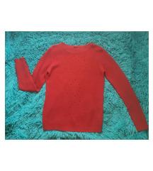 Rdeč pulover z luknjicami