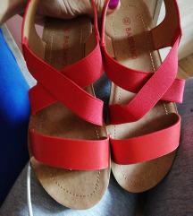 Novi sandali rdeci