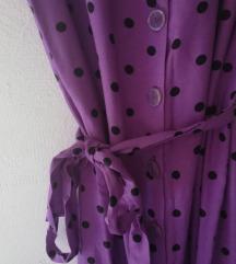 Vijolična obleka s pikicami