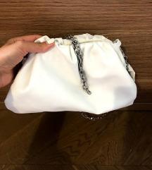 Bershka bela torbica