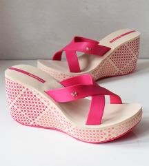 NOVI Ipanema sandali s peto