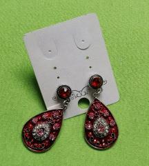 Rdeči uhani s kristali