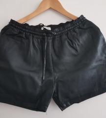 Kratke hlače z etiketo
