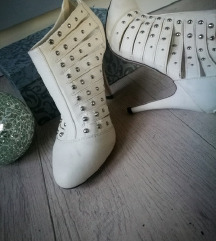 NOVI beli usnjeni gležnarji / čevlji s neti