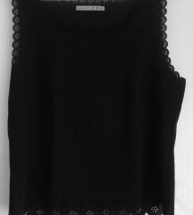 Črna majica z izrezi