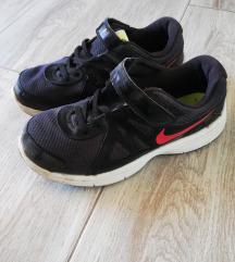 Superge Nike 34
