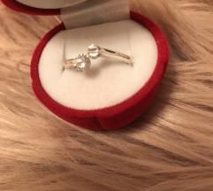 srebrn prstan s swarovski kristalčki