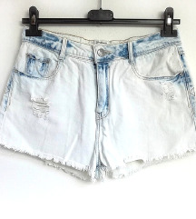 ZNIŽ.Nove ripped jeans