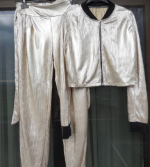 NOV svetleč srebrn novoletni hlačni komplet