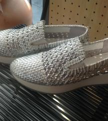 Srebrno/beli čevlji NOVO