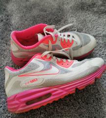 Rozabeli Nike sportni sopati