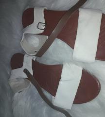 Belo rjavi sandali 38