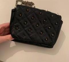 Črna torbica ZARA