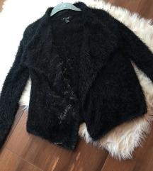 Črna fluffy jopica