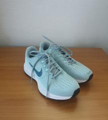 Nike tekaški čevlji