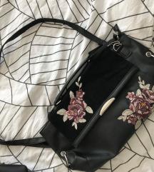 manjša usnjena torbica z rožami