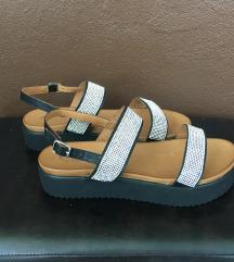 Sandali z paski srebrni št. 39