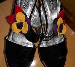 Poletni sandali s pluto