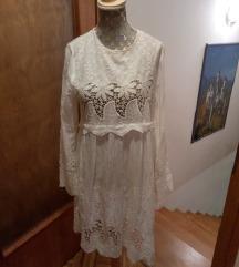 Poletna čipkasta obleka