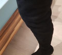 Škornji čez koleno