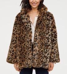 Zimski plašč z leopardjim vzorcem