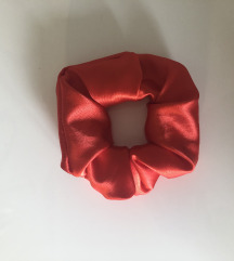 NOV scrunchie- red