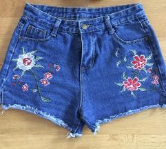 Kratke hlače z motivom vrtnic