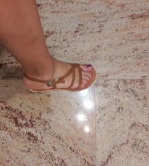 Nove sandali 36 5€